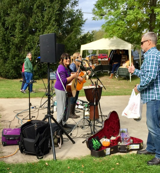 Singers at Farmers Market, Jacksonport